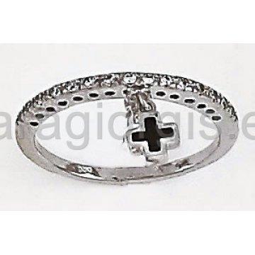 Δαχτυλίδι σειρέ λευκόχρυσο με πέτρες ζιργκόν και κρεμαστό σταυρουδάκι τύπου Van Cleef