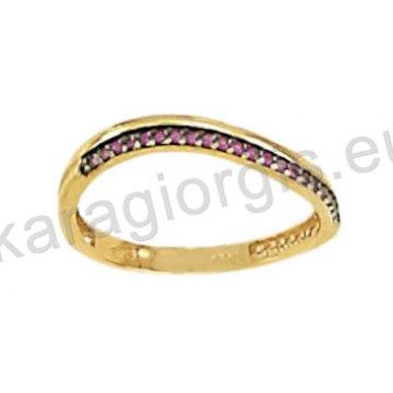 Σειρέ μισόβερο δαχτυλίδι χρυσό κυματιστό με μαύρο χρυσό και κόκκινες πέτρες ζιργκόν