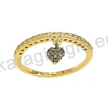 Σειρέ μισόβερο δαχτυλίδι χρυσό με κρεμαστή καρδούλα σε μαύρο χρυσό με μαύρες και άσπρες πέτρες ζιργκόν