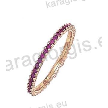 Μοντέρνο ολόβερο δαχτυλίδι Κ14 χρυσό με κόκκινες πέτρες ζιργκόν