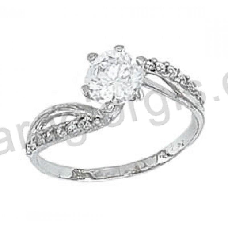 Μονόπετρο δαχτυλίδι Κ14 μοντέρνο λευκόχρυσο με άσπρες πέτρες ζιργκόν στα  πλαϊνά e43be68b0db