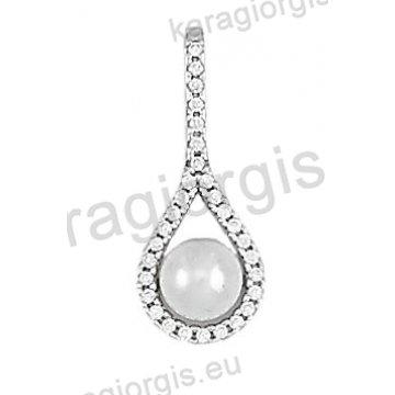 Μενταγιόν Κ14 λευκόχρυσο σε σχήμα δάκρυ με πέρλα και άσπρες πέτρες ζιργκόν