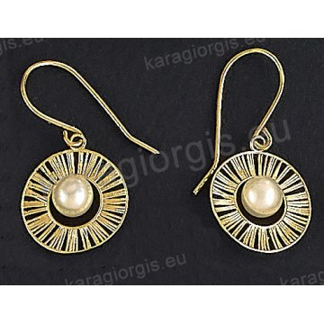 Σκουλαρίκια fashion χρυσά κρεμαστά Κ14 με πέρλα σε στρογγυλό ακτινωτό συρμάτινο μοντέρνο σχέδιο