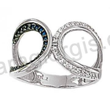 Μοντέρνο δαχτυλίδι λευκόχρυσο Κ14 με άσπρες και μπλε πέτρες ζιργκόν και μαύρο πλατίνωμα