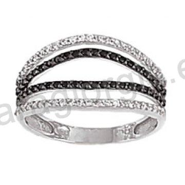 Μοντέρνο δαχτυλίδι λευκόχρυσο Κ14 με άσπρες και μαύρες πέτρες ζιργκόν και μαύρο πλατίνωμα
