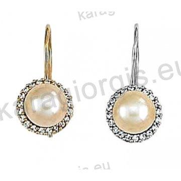Σκουλαρίκια Κ14 χρυσό ή λευκόχρυσο κρεμαστά με πέρλα και άσπρες πέτρες ζιργκόν.