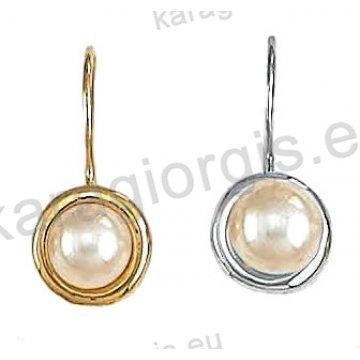 Σκουλαρίκια Κ14 χρυσό ή λευκόχρυσο κρεμαστά με πέρλα.
