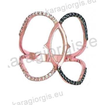 Μοντέρνο δαχτυλίδι σε ροζ χρυσό Κ14 με ένθετο λευκόχρυσο με άσπρες και μαύρες πέτρες ζιργκόν σε μαύρο χρυσό.