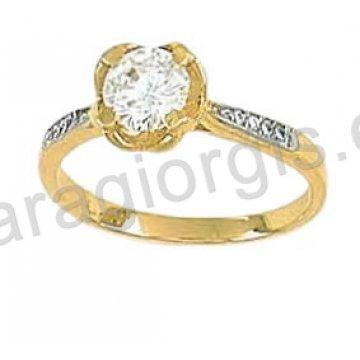 Μονόπετρο δαχτυλίδι χρυσό Κ14 σε αμερικάνικο τύπο με πέτρα στο κέντρο και πλαϊνές πέτρες ζιργκόν.