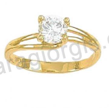 Μονόπετρο δαχτυλίδι χρυσό Κ14 σε φλόγα με πέτρα στο κέντρο.