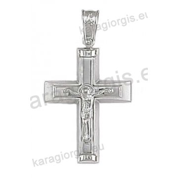 Βαπτιστικός σταυρός για αγόρι σε λευκόχρυσο με ματ και λουστρέ φινίρισμα με ένθετο εσταυρωμένο.