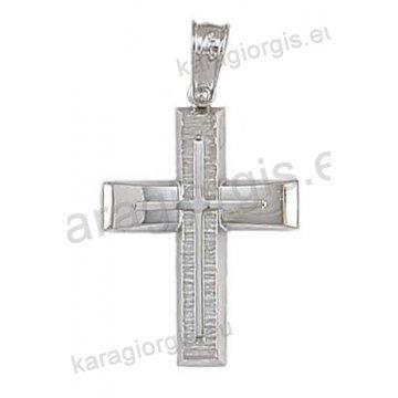 Βαπτιστικός σταυρός για αγόρι σε λευκόχρυσο σε σαγρέ φινίρισμα με λουστρέ ένθετο σταυρό.