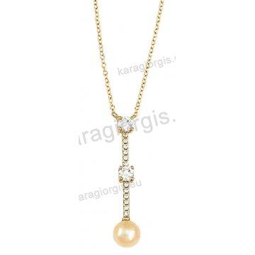 Κολιέ χρυσό Κ14 σε γραβάτα με άσπρες πέτρες ζιργκόν και πέρλα στο τελείωμα.