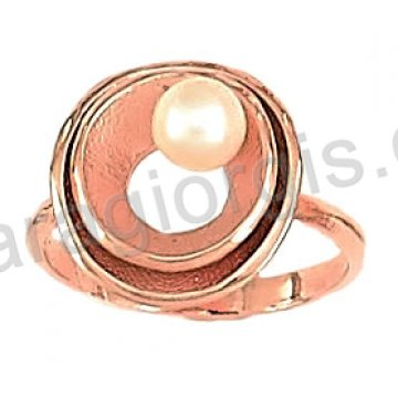 Δαχτυλίδι rose gold σε ροζ χρυσό Κ14 με άσπρη πέρλα στο κέντρο.