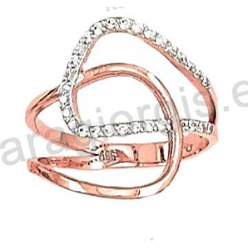 Δαχτυλίδι rose gold σε ροζ χρυσό Κ14 με άσπρες πέτρες ζιργκόν σε ελικοειδές σχήμα.