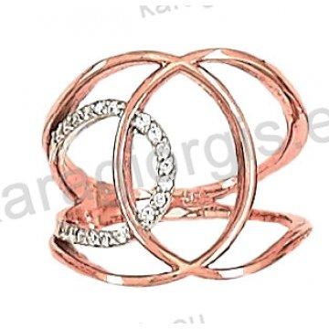 Δαχτυλίδι rose gold σε ροζ χρυσό Κ14 σε ελικοειδές σχήμα με άσπρες πέτρες ζιργκόν.