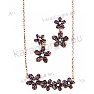 Σετ rose gold σε ροζ χρυσό Κ14 με κολιέ, σκουλαρίκια σε λουλουδάκια με φούξια πέτρες ζιργκόν και μαύρο χρυσό.