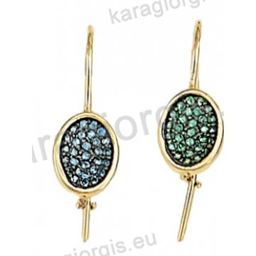 Σκουλαρίκι κρεμαστό χρυσό Κ14 με σιέλ ή πράσινες πέτρες ζιργκόν σε μαύρο χρυσό.