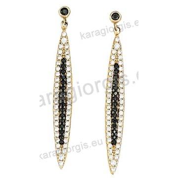 Σκουλαρίκι κρεμαστό χρυσό Κ14 με άσπρες και μαύρες πέτρες ζιργκόν.
