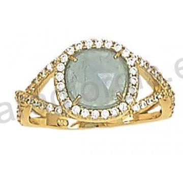 Δαχτυλίδι fashion χρυσό K14 σε ροζέτα με πέτρα quartz.