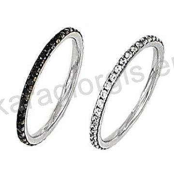 Δαχτυλίδι ολόβερο με μαύρες ή άσπρες πέτρες ζιργκόν.