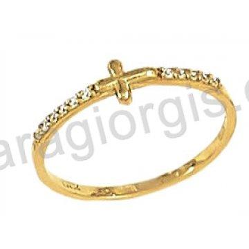 Δαχτυλίδι χρυσό 14 καράτια σε σειρέ με σταυρό και άσπρες πέτρες ζιργκόν.
