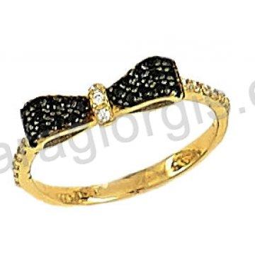 Δαχτυλίδι χρυσό 14 καράτια με φιογκάκι σε μαύρες πέτρες ζιργκόν.