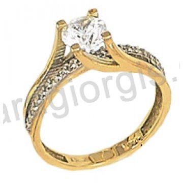 Μονόπετρο χρυσό με κεντρική πέτρα ζιργκόν σε φλόγα με πλαϊνές πέτρες 14 καράτια.