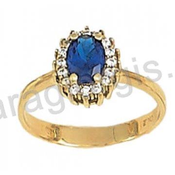Δαχτυλίδι χρυσό σε ροζέτα με μπλέ πέτρα σε χρώμα ζαφειριού και περιμετρικές πέτρες ζιργκόν σε 14 καράτια.
