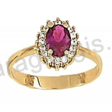 Δαχτυλίδι χρυσό σε ροζέτα με κόκκινη πέτρα σε χρώμα ρουμπινί και περιμετρικές πέτρες ζιργκόν σε 14 καράτια.