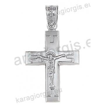 Βαπτιστικός σταυρός λευκόχρυσος για αγόρι με ένθετο εσταυρωμένο σε λουστρέ και ματ φινίρισμα 14 καράτια.
