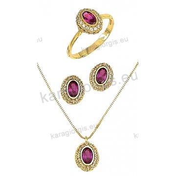 Σετ χρυσό σε Κ14 με κολιέ, σκουλαρίκια, δαχτυλίδι σε οβαλ ροζέτα με κόκκινες πέτρες ζιργκόν σε χρώμα ρουμπινί.