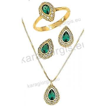 Σετ χρυσό σε Κ14 με κολιέ, σκουλαρίκια, δαχτυλίδι σε δάκρυ με πράσινες πέτρες ζιργκόν σε χρώμα σμαραγδί.