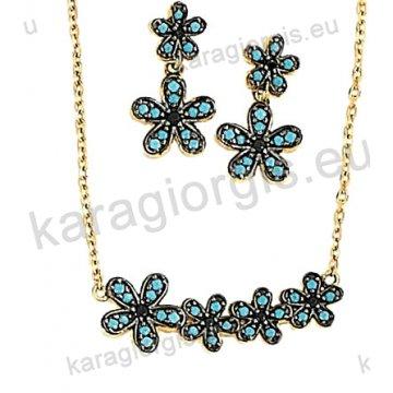 Σετ χρυσό σε Κ14 με κολιέ, σκουλαρίκια σε λουλουδάκια με πράσινες πέτρες ζιργκόν και μαύρο χρυσό.