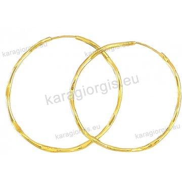 Κρίκοι χρυσοί Κ14 σε τσαλακωτό φινίρισμα διαμέτρου 3,90cm.