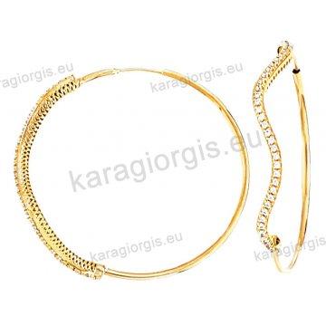 Κρίκοι χρυσοί Κ14 σε λουστρέ φινίρισμα έκκεντρο στυλ με πέτρες ζιργκόν διαμέτρου 3,90cm.