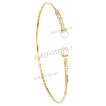 Χειροπέδα βραχιόλι χρυσό Κ14 γυναικείο με αντικριστές χρυσές πέρλες με πέτρες ζιργκόν.