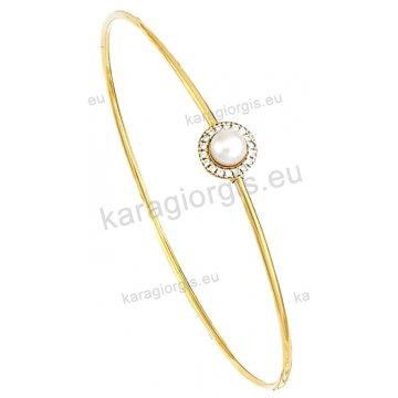 Χειροπέδα βραχιόλι χρυσό Κ14 γυναικείο με πέρλα σε ροζέτα με πέτρες ζιργκόν.