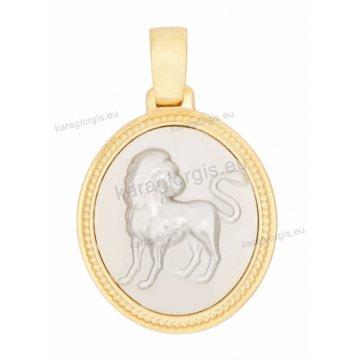 Ζώδιο λέων δίχρωμο χρυσό με λευκόχρυσο διπλής όψεως με Παναγίτσα και Χριστό ανάγλυφο σε σχήμα οβάλ