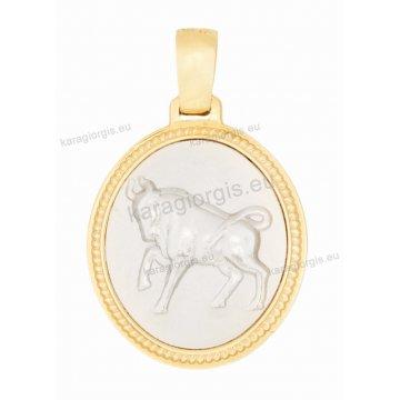 Ζώδιο ταύρος δίχρωμο χρυσό με λευκόχρυσο διπλής όψεως με Παναγίτσα και Χριστό ανάγλυφο σε σχήμα οβάλ